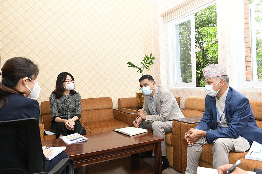 """माननीय संस्कृति, पर्यटन तथा नागरिक उड्डयन मन्त्रीज्यूसँग नेपालका लागि जनवाडी गणतन्त्र चीनका महामहिम राजदूत Ms. Hou Yanqi को शिष्टाचार भेटमा """"COVID-19"""" को  पछिल्लो समसामयिक परिस्थितिमा अनुभव आदान प्रदान भयो। तस्वीर- (२०७७-०३-१०)"""