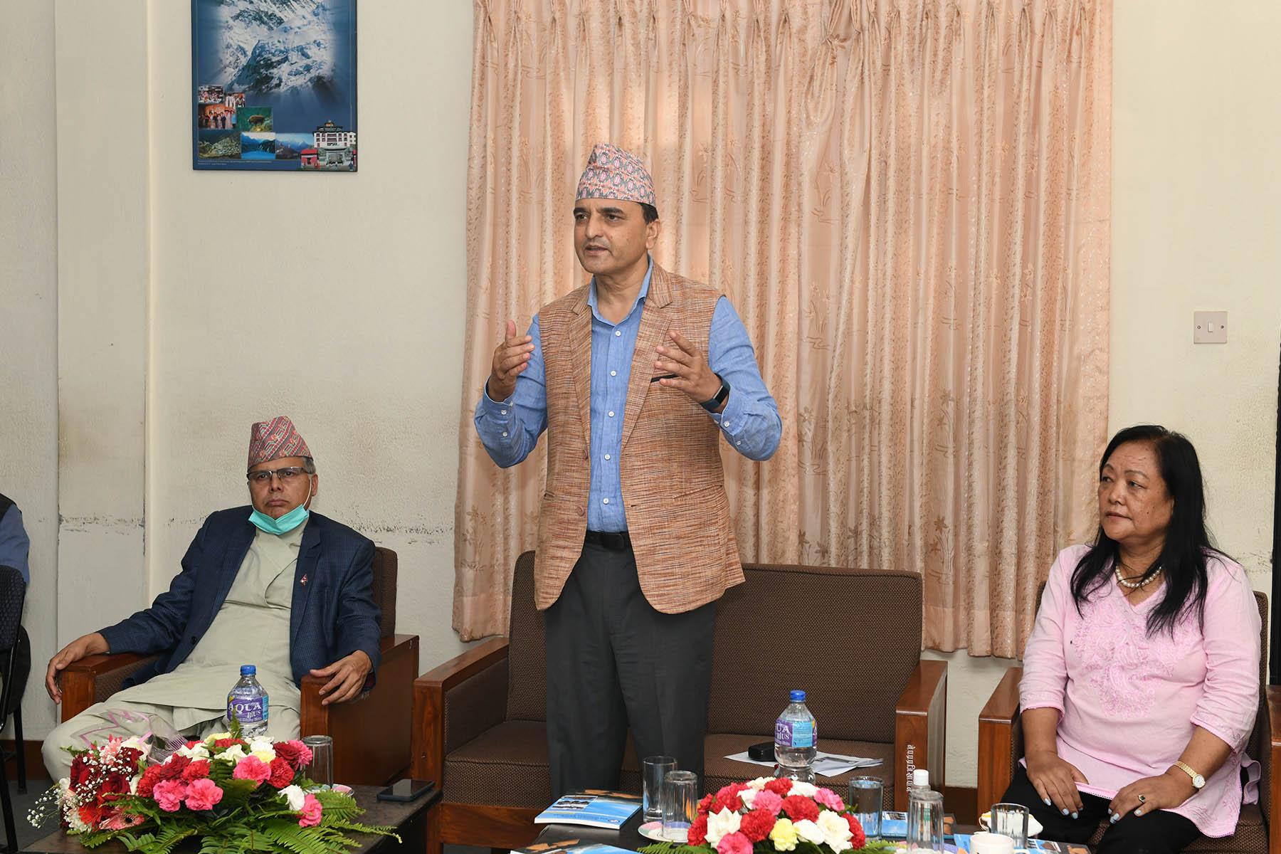 माननीय मन्त्रीज्यूबाट नेपाल पर्वतीय प्रशिक्षण प्रतिष्ठानको आ.व. २०७६/०७७ को प्रगति तथा आगामी कार्ययोजनाको निर्देशन सहित अवलोकनका क्रममा खिचिएका तस्वीरहरु- (२०७७-०४-०१)