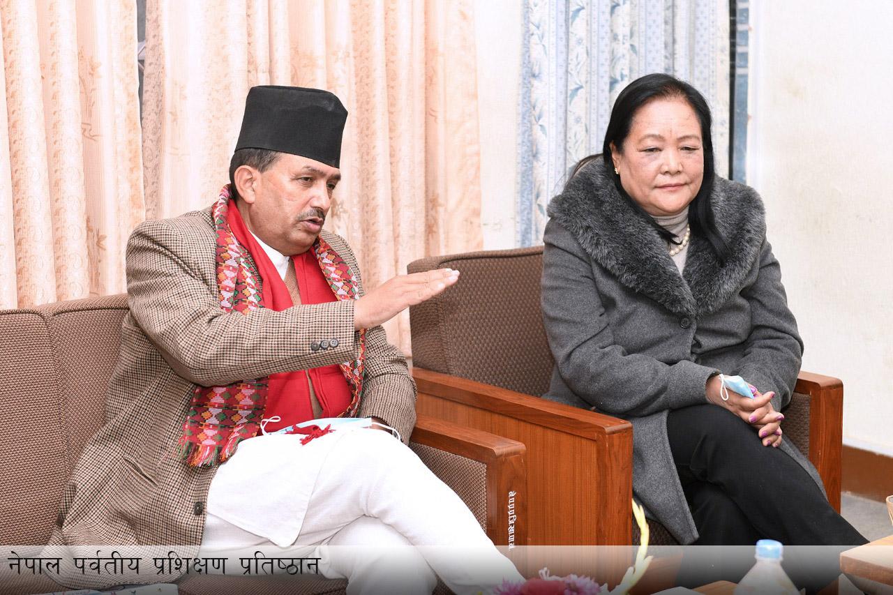 माननीय मन्त्रीज्यू समक्ष तारागाउँ विकास समिति एवम् नेपाल पर्वतीय प्रशिक्षण प्रतिष्ठानबाट भएको प्रस्तुतीकरण कार्यक्रमका तस्वीर-(२०७७-०९-१७)