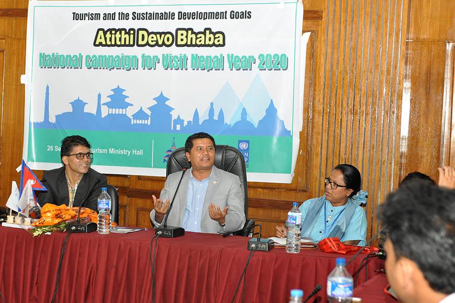 संस्कृति, पर्यटन तथा नागरिक उड्डयन मन्त्रालयको सभा कक्षमा माननीय मन्त्री श्री रविन्द्र अधिकारीसँग नेपाल पर्यटन पत्रकार महासंघको अन्तरक्रिया कार्यक्रमको तस्वीर(२०७५असोज १०)