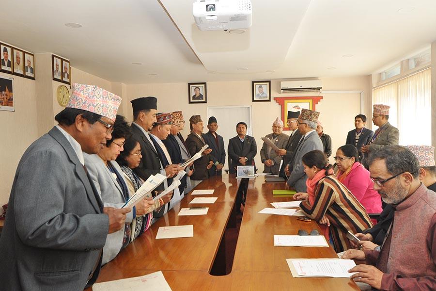 सं.प. तथा ना.उ.मन्त्रालयका मा. मन्त्री श्री रविन्द्र अधिकारीज्यूको समुपस्थितिमा नेपाल ललितकला प्र.प्र. र नेपाल संगीत तथा नाट्य प्र. प्रतिस्थानका प्राज्ञ सदस्यहरुको सपथ ग्रहण कार्यक्रमका -तस्वीर(२०७५ पुस २२)
